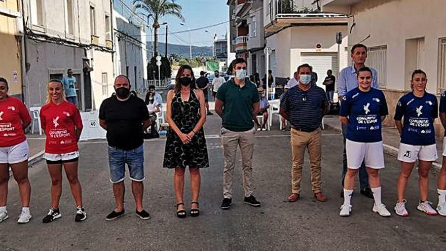 Ador Féminas y profesionales ofrecen un buen espectáculo en «raspall al carrer»
