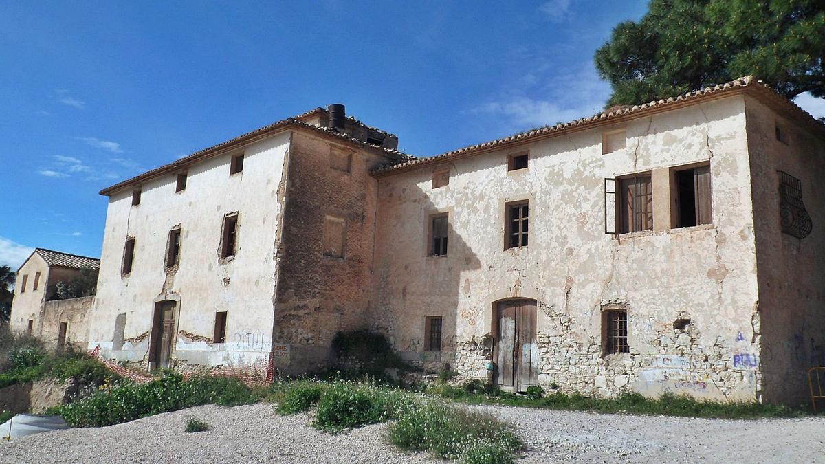 La Casa Geralda de Xixona, que se levantó entre los siglos XVIII y XIX y está situada en el acceso sur al casco urbano, en una imagen de archivo. | J.A.RICO