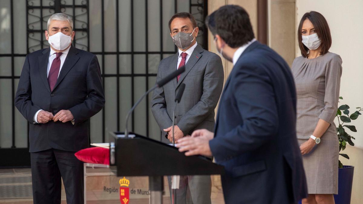 Fernando López Miras, en la toma de posesión como consejeros de los diputados de Cs díscolos.