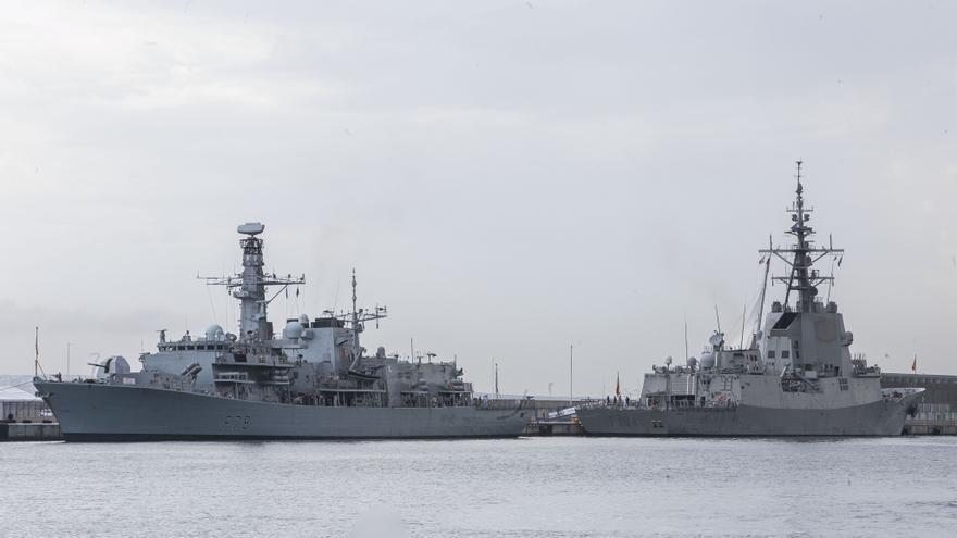 Atracan en Alicante las dos fragatas de la OTAN para una escala de tres días