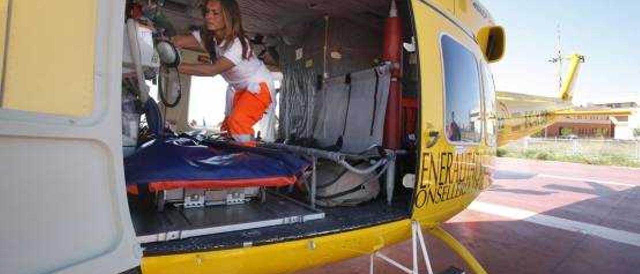 Interior del helicóptero medicalizado.