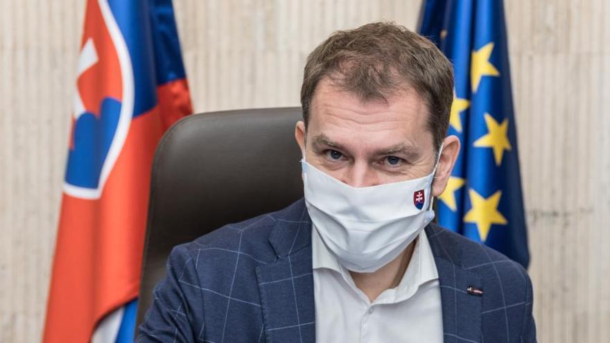 El primer ministro eslovaco da positivo tras acudir, como Macron, a la cumbre de la UE