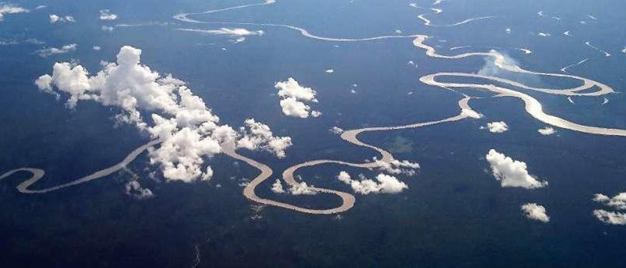 Un paisaje forestal de Papúa Nueva Guinea fotografiado desde un avión.