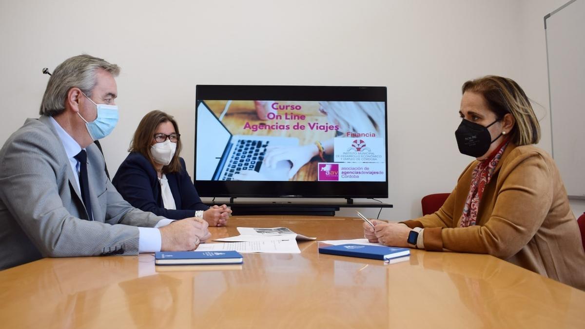 Reunión de la Asociación de Agencias de Viajes con Blanca Torrent.