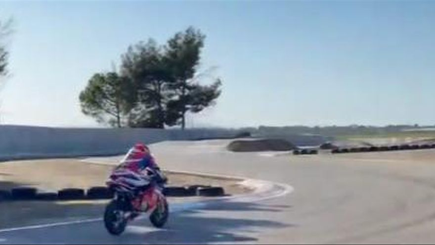 Marc Márquez puja a una moto després de vuit mesos