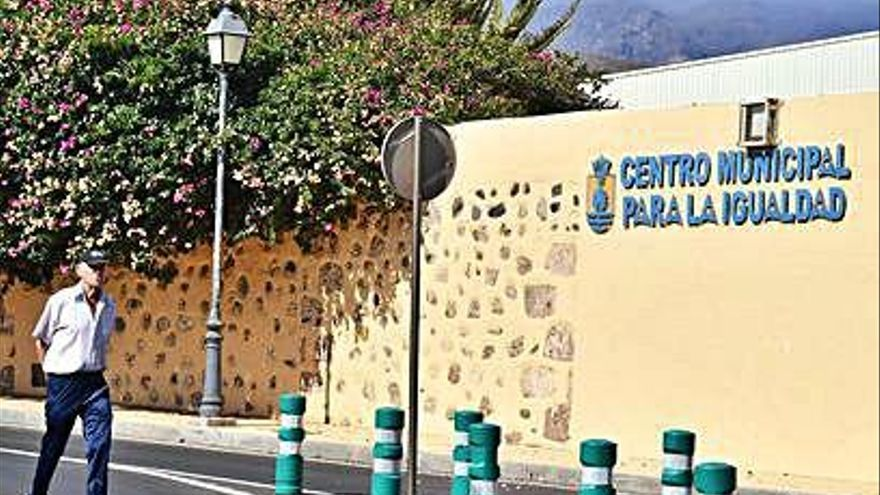 El PSOE arrasa en Santa Lucía al ganar en 85 de las 93 mesas