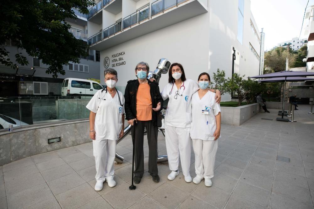 Christan Radtke, la auxiliar de enfermería Laura Roig y las doctoras Montserrat Viñals y Asunción Pablos