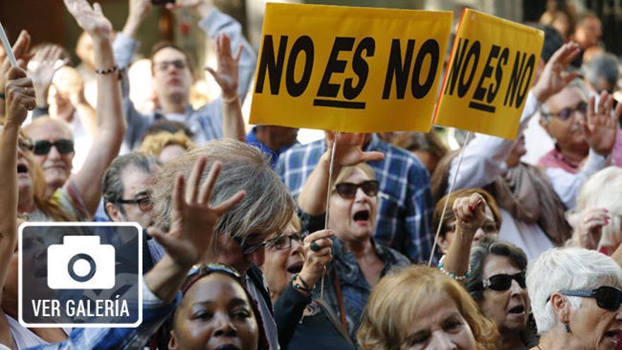 Imágenes de una jornada clave: Tensión e insultos en Ferraz