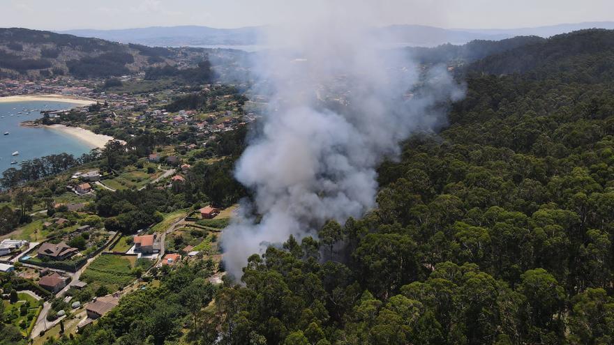 Declarado un incendio forestal cerca de las casas en la zona de Pinténs