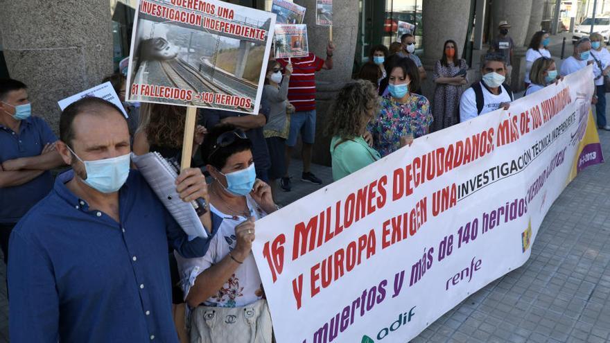 Las víctimas del Alvia exigen conocer las causas del accidente siete años después