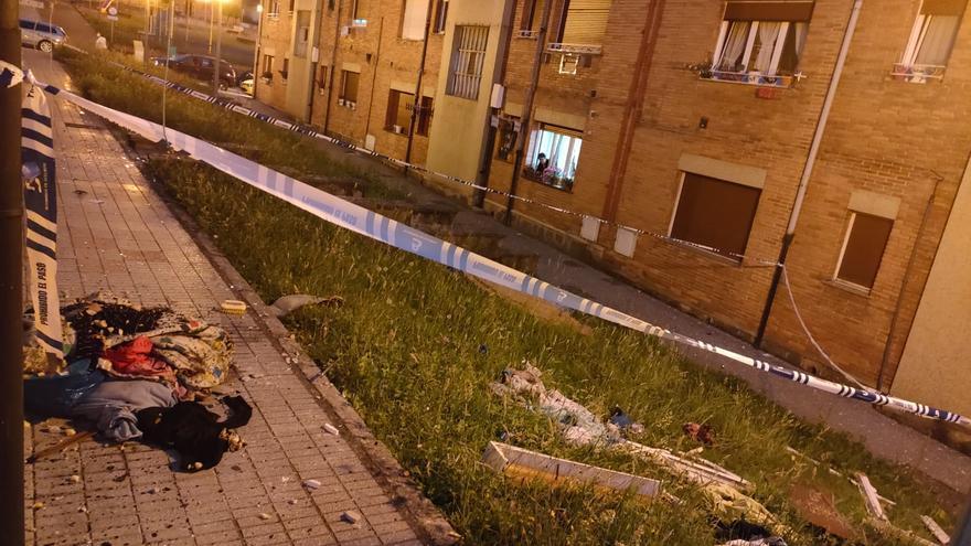 """Un herido tras la explosión de una bombona de butano en un piso de Pumarabule (Siero): """"Pudo haber sido una desgracia"""""""