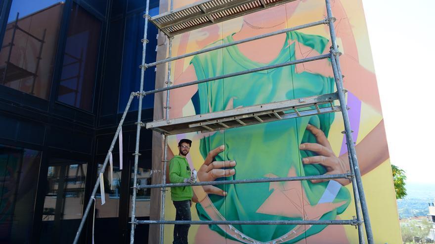 Un mural contra la violencia de género en Plasencia