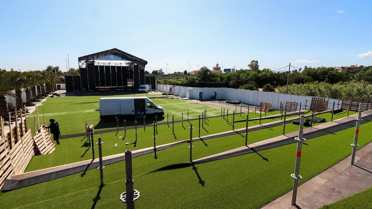 El escenario de Las Noches del Malecón ya estaba listo para acoger al público este fin de semana.