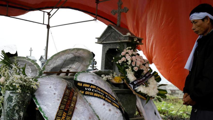 Vietnam recibe los restos de los 39 inmigrantes hallados en un camión