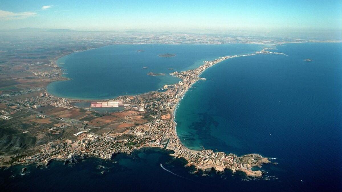 Ya son 150.000 las firmas que exigen protección para el Mar Menor