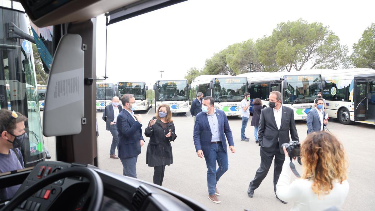 La presidenta Armengol asistió a la entrega de los 23 últimos autobuses de los 100 que ha recibido la EMT.