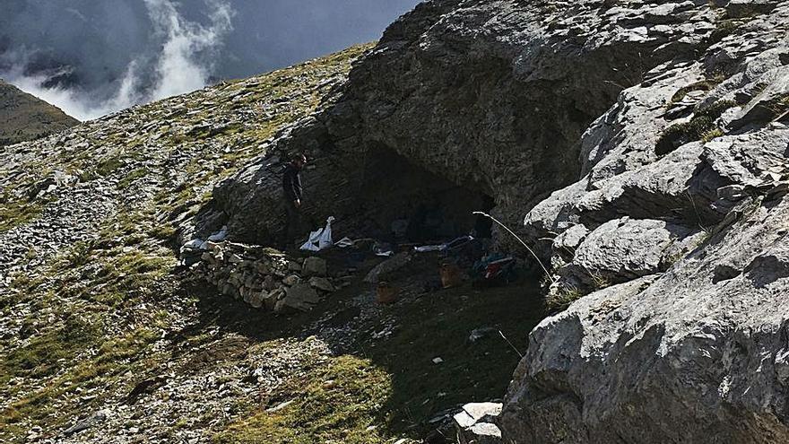 Una cova prehistòrica del Pirineu era un punt de manipulació de malaquita