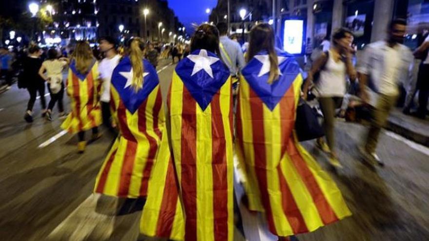 La economía canaria crece inmune a las consecuencias de la crisis catalana