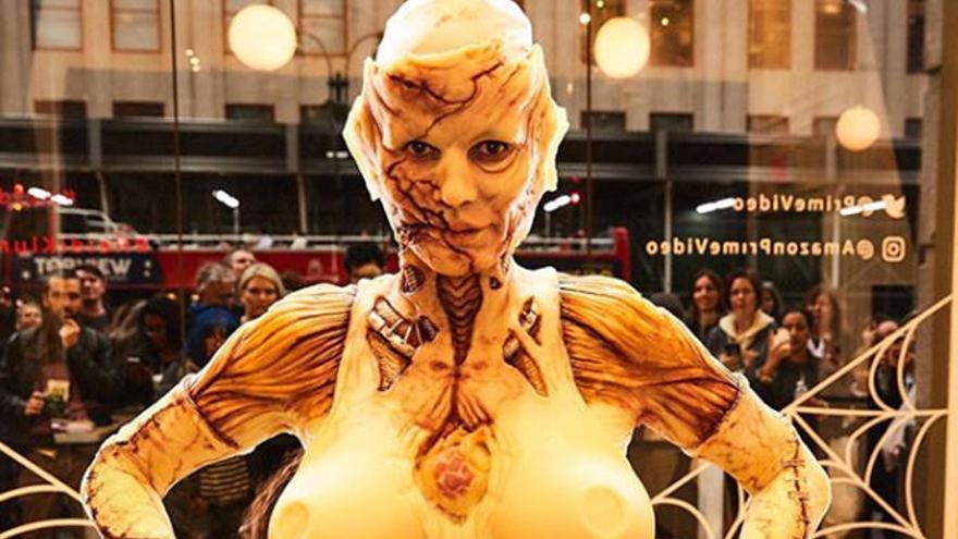 Heidi Klum celebra Halloween tras un escaparate de Nueva York ante gran expectación