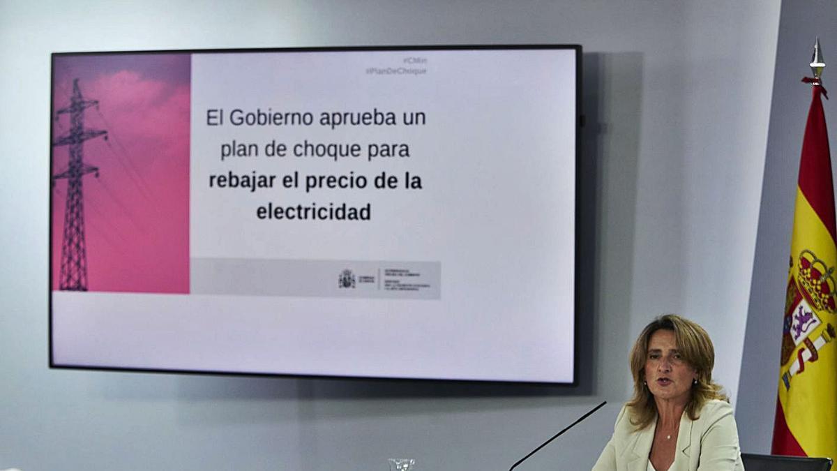 La ministra de Transició Ecològica presenta el pla del Govern per abaixar el preu de la llum.  | EUROPA PRESS