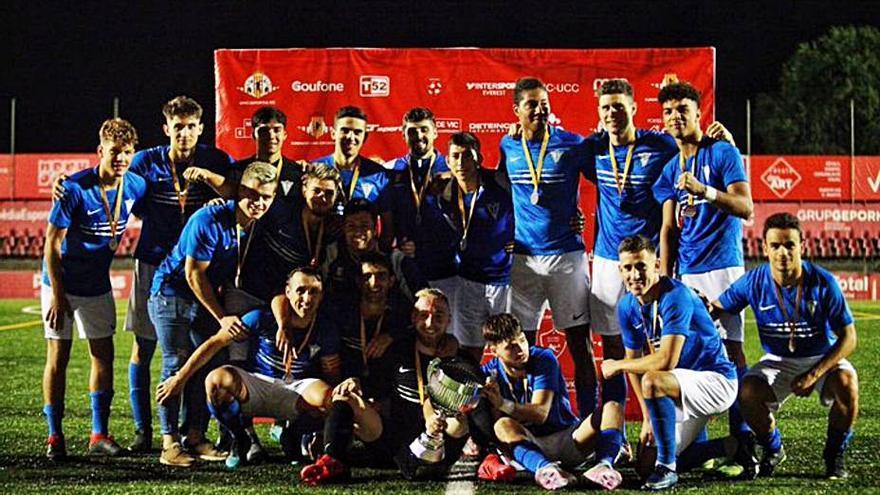 El CF Igualada guanya el I Trofeu Centenari de la Unió Esportiva Vic