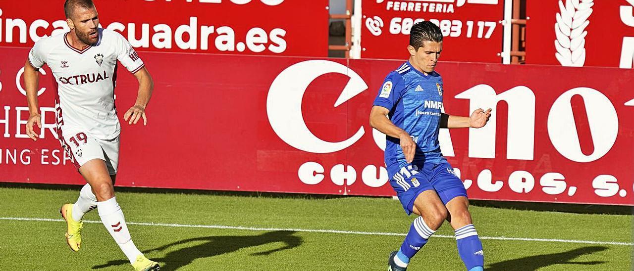Ortuño y Juanjo Nieto, en el partido de la primera vuelta entre el Oviedo y el Albacete.