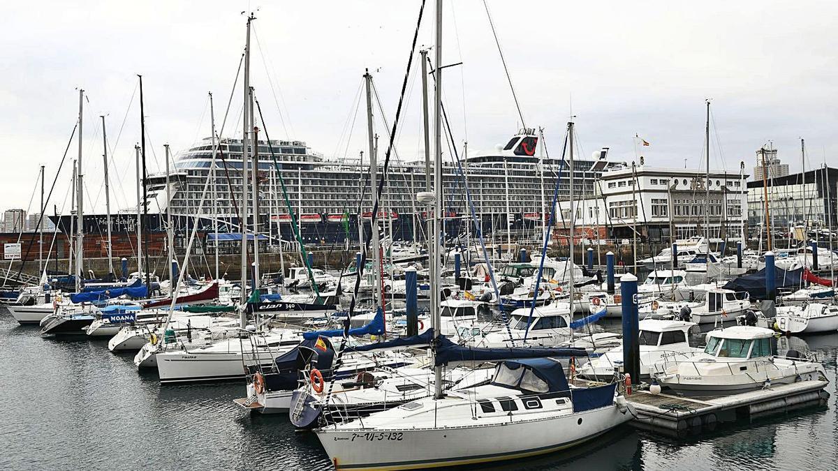 Barcos atracados en el Náutico de A Coruña. |   // CARLOS PARDELLAS