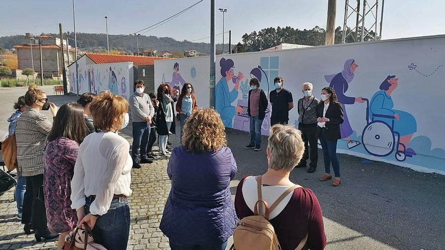 Un mural en Poio representa a las mujeres que destacaron por su labor en la pandemia