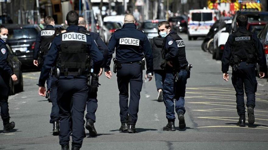 Un mort i un ferit en un tiroteig davant d'un hospital de París