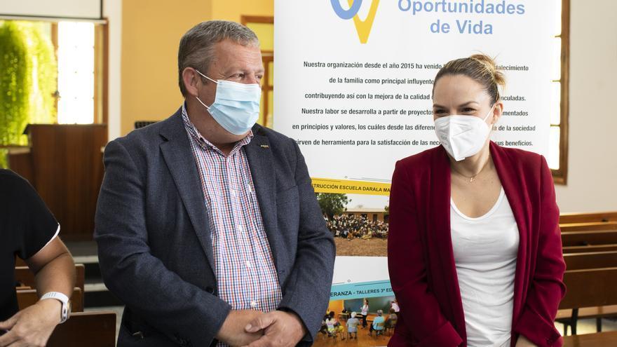 Noemí Santana visita la sede de la ONG Oportunidades de Vida