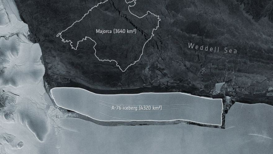 L'iceberg més gran del món es parteix en tres parts