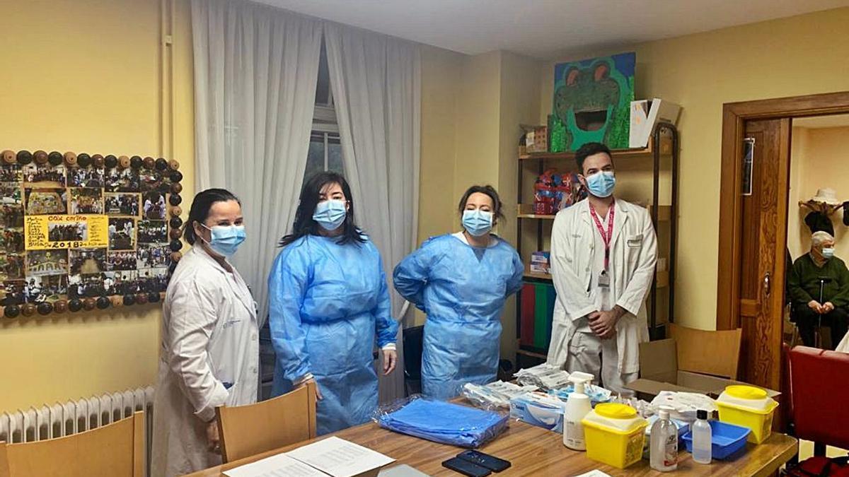 El equipo de Enfermería del primer día de vacunación.
