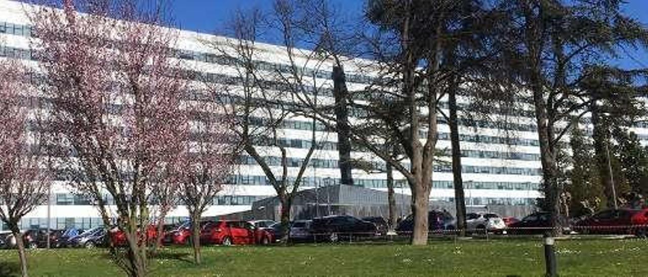 Fachada del Hospital Universitario Central de Asturias (HUCA).