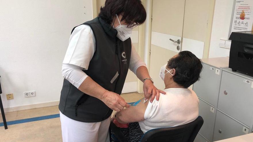 Cangas registra un contagio de un mayor de 80 años vacunado, pero sin síntomas