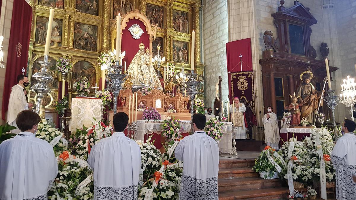 El obispo de Córdoba, durante la misa.