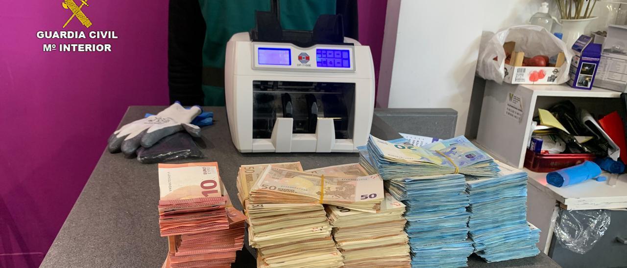 Dinero incautado por la Guardia Civil en la operación realizada en Alicante y otras cuatro provincias.