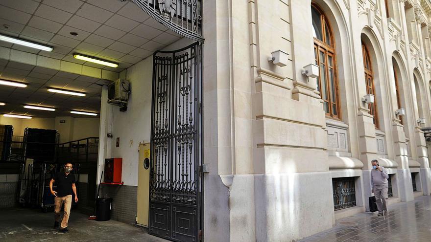 Correos confirma su voluntad de ceder al Consell el edificio de la plaza del Ayuntamiento