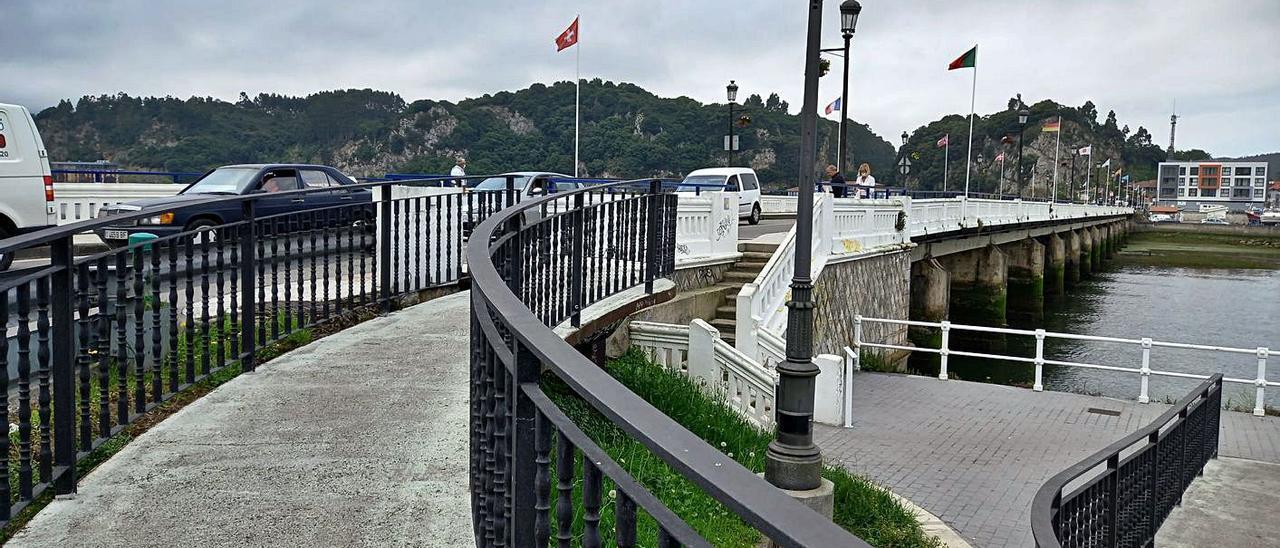 Acceso peatonal actual al puente, que quedará anulado con la ejecución de la nueva obra. | M. Villoria