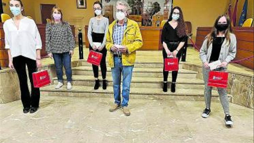 Albal distingue a seis estudiantes del IES