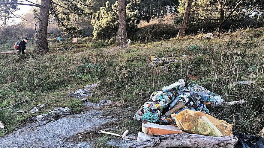 Usuarios de la playa de Barra se quejan de la acumulación de residuos en el entorno