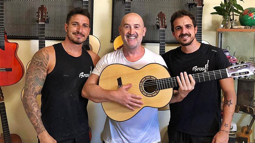 """Javier Cámara halla en Gata su guitarra """"mágica y mestiza"""""""
