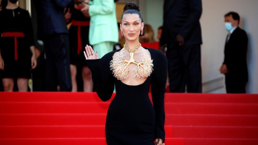 Bella Hadid asombra en Cannes con un espectacular vestido joya