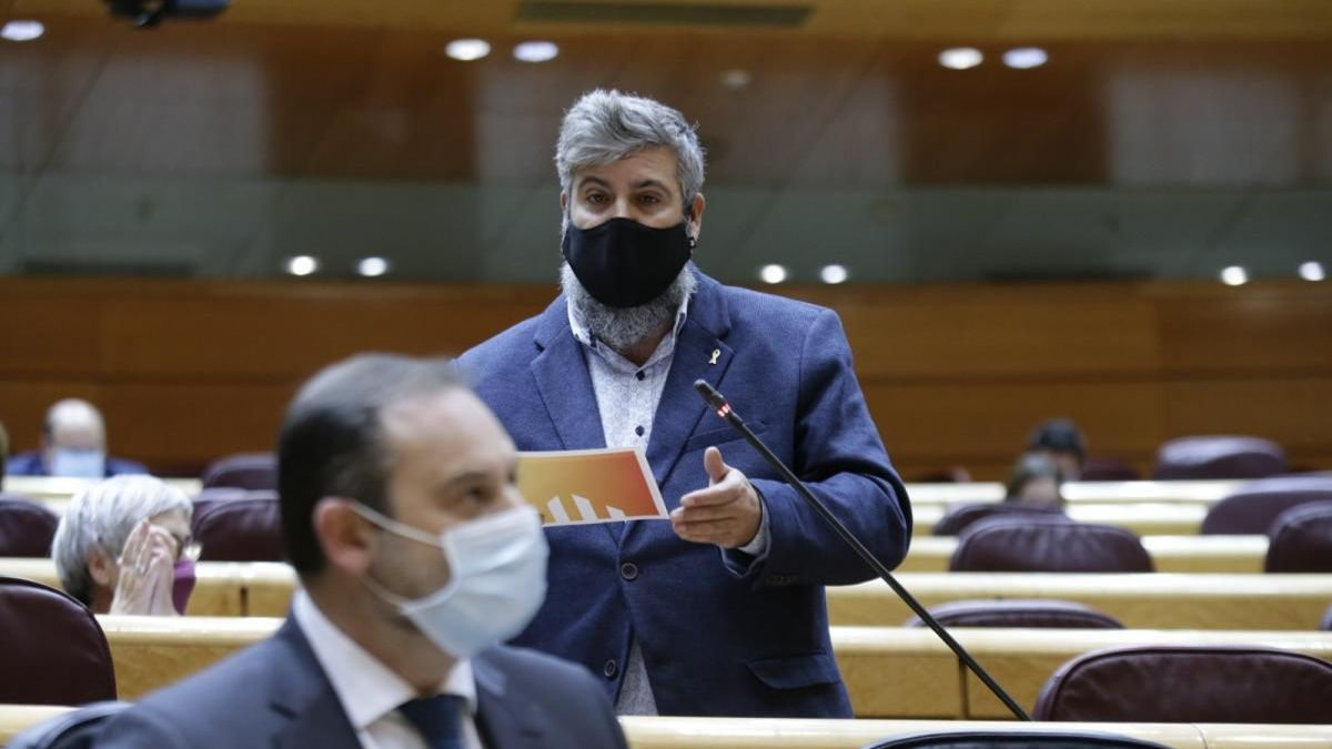 El senador Jordi Martí dirigint-se al ministre Ábalos