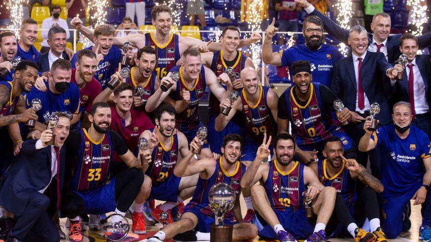 Un gran Barcelona arrolla al Madrid y se proclama campeón de Liga siete años después