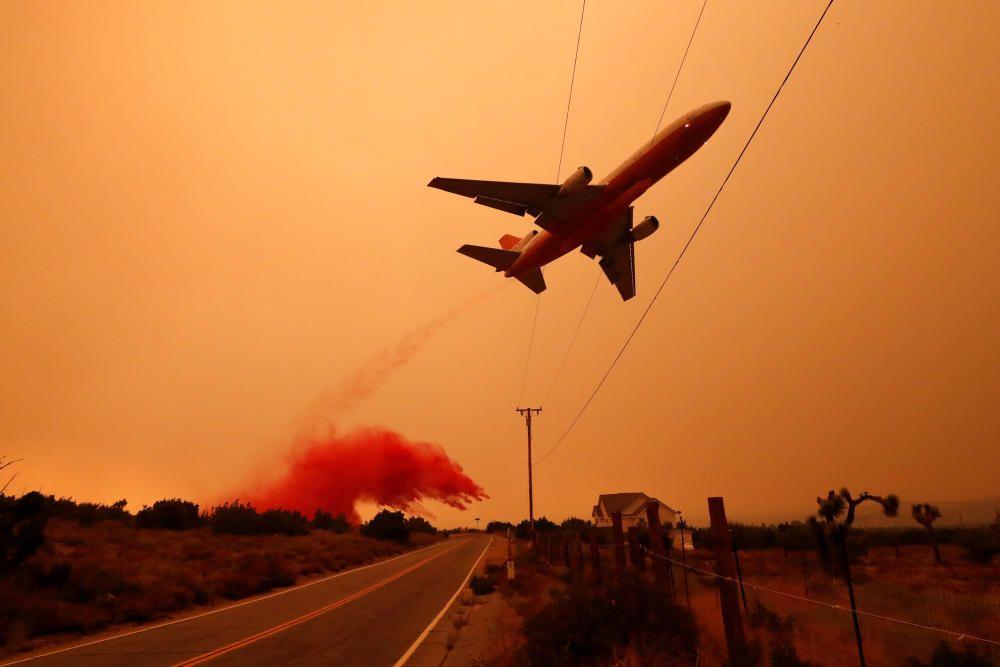 Bobcat Fire burns near Juniper Hills, ...