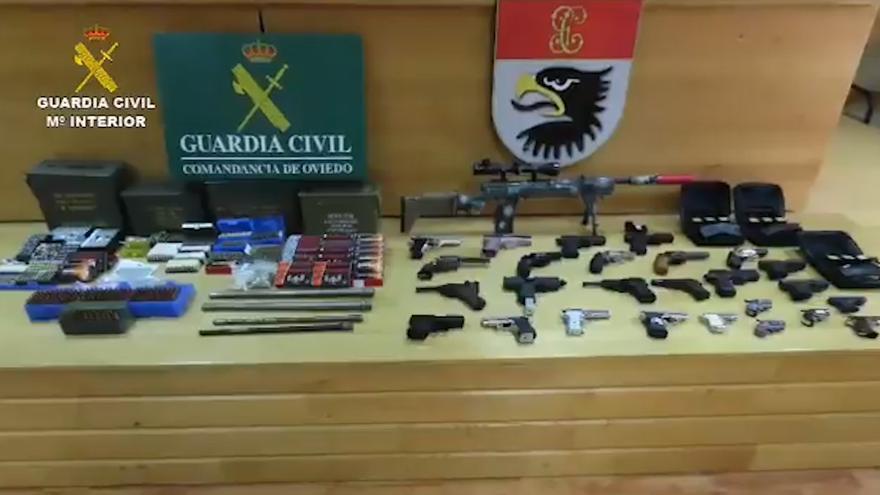 Así fue localizó la Guardia Civil el arsenal de armas que guardaba un hombre en Oviedo
