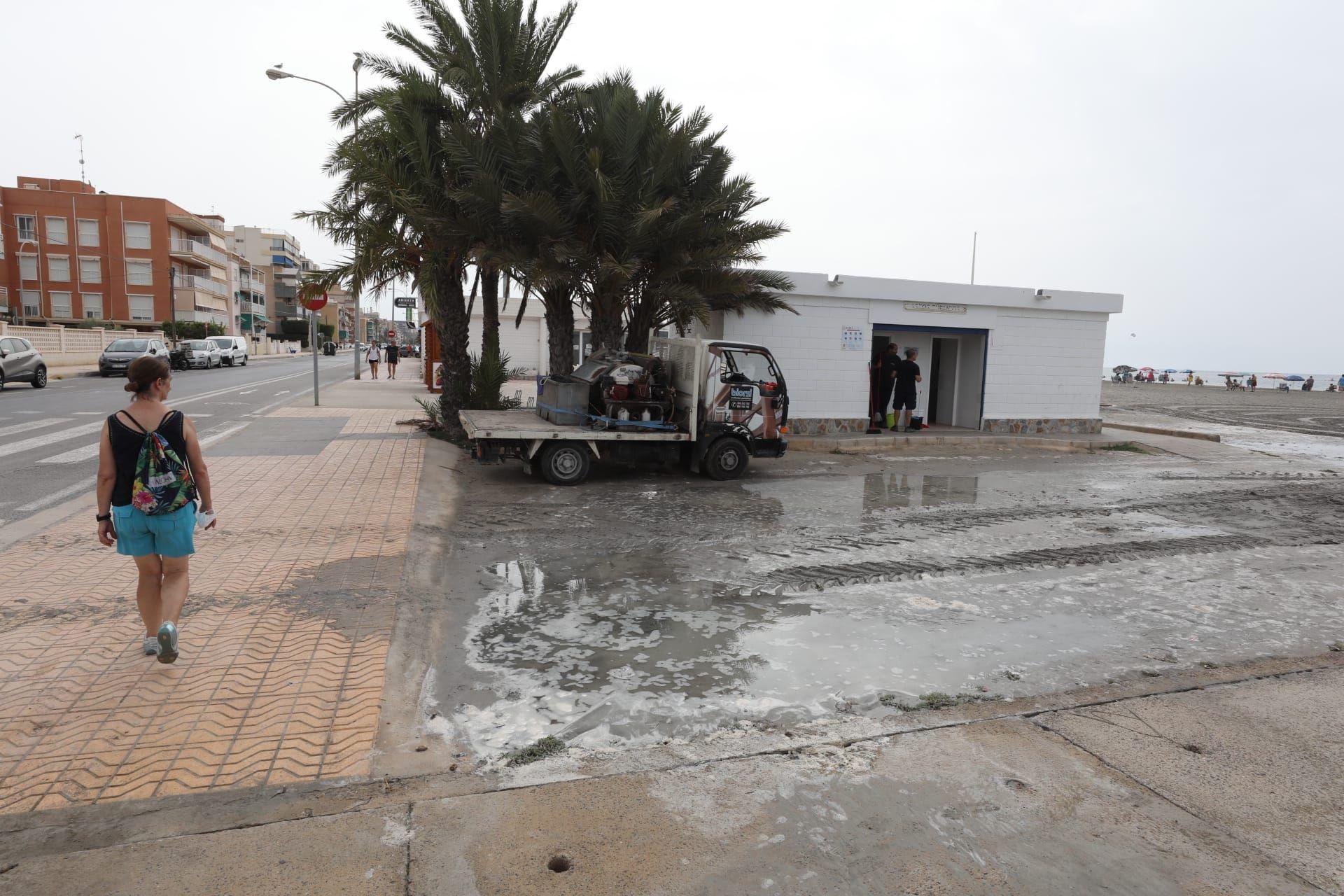 """Los efectos del pequeño """"tsunami"""" en Santa Pola"""