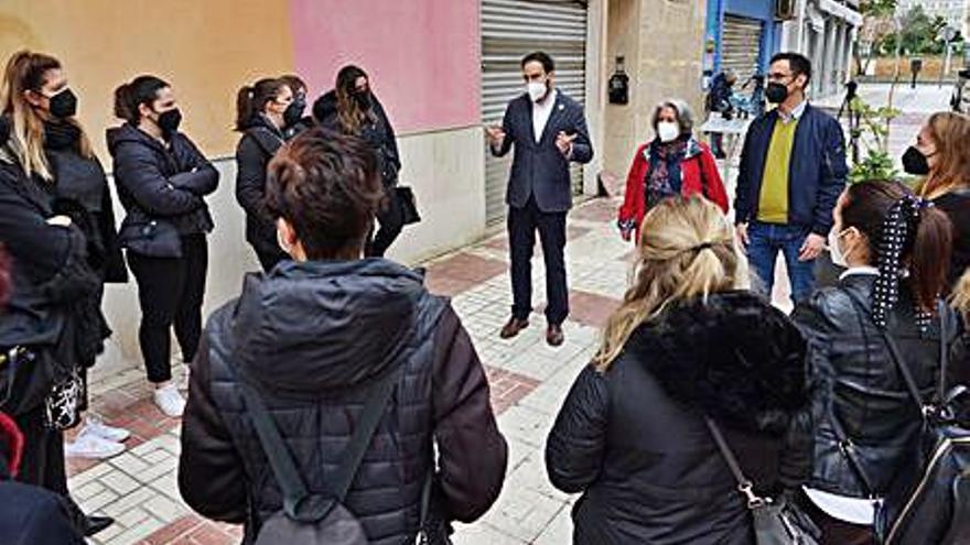 El PSOE reclama  a la Junta que catalogue la estética como sector esencial