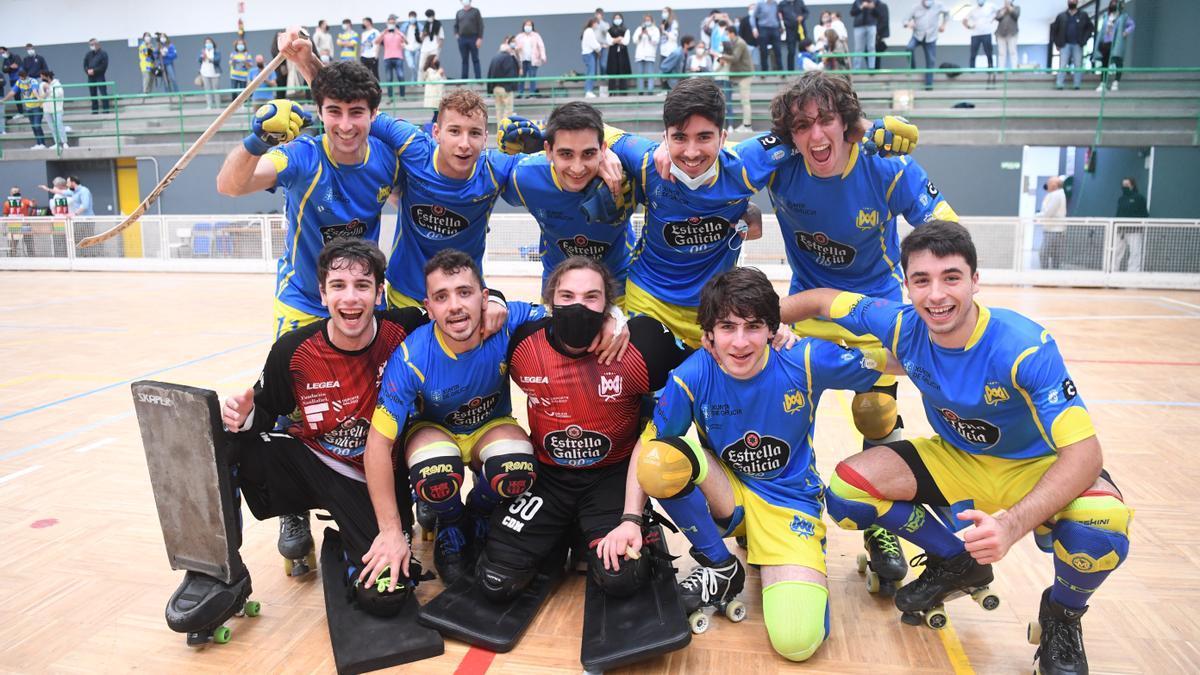 El equipo del Compañía de María celebra el ascenso a OK Plata