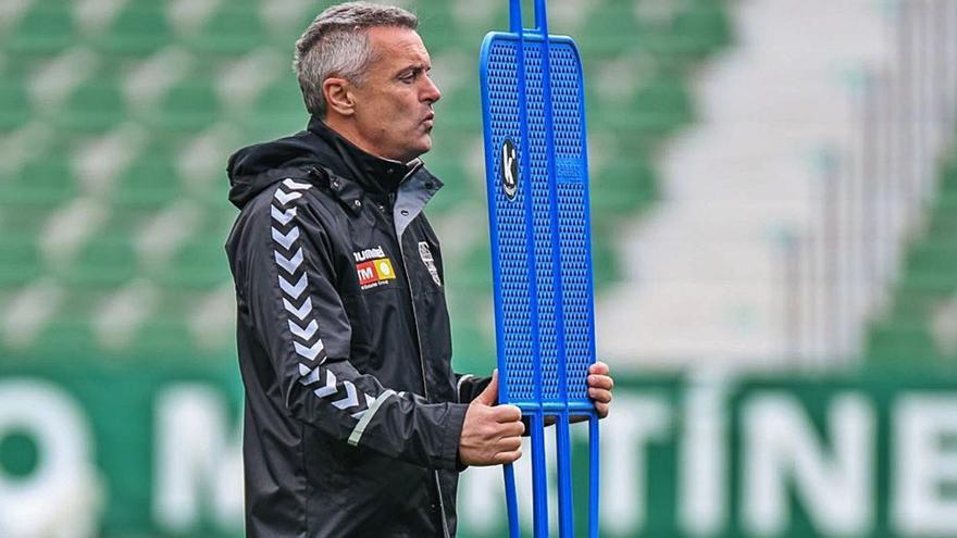 «La afición se vuelca para apoyarnos y el equipo hará igual para seguir en Primera»